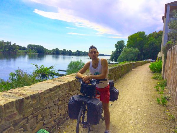 Première journée à vélo au bord de la Loire Arthur