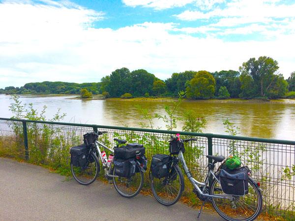Vélos au bord de la loire au départ de Nantes
