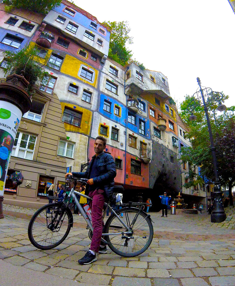 Arthur au Hundertwasserhaus