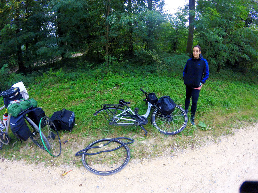 Roue crévée pendant notre voyage à vélo