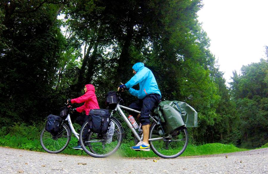 à vélo sous la pluie