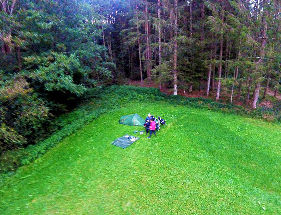 Bivouac dans un champ en Autriche, vue d'en haut