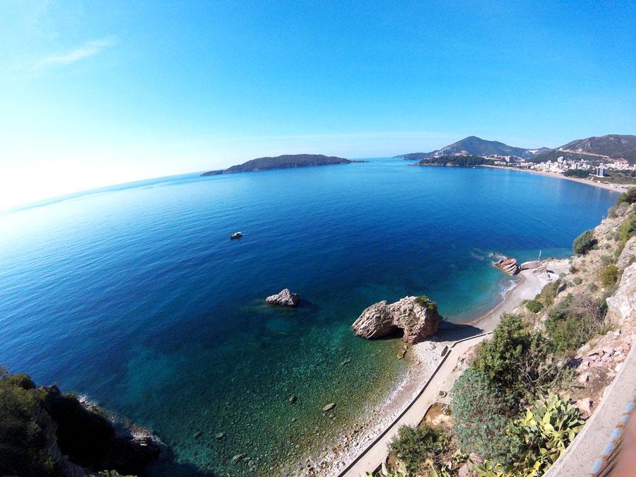Le long de la côte au Montenegro