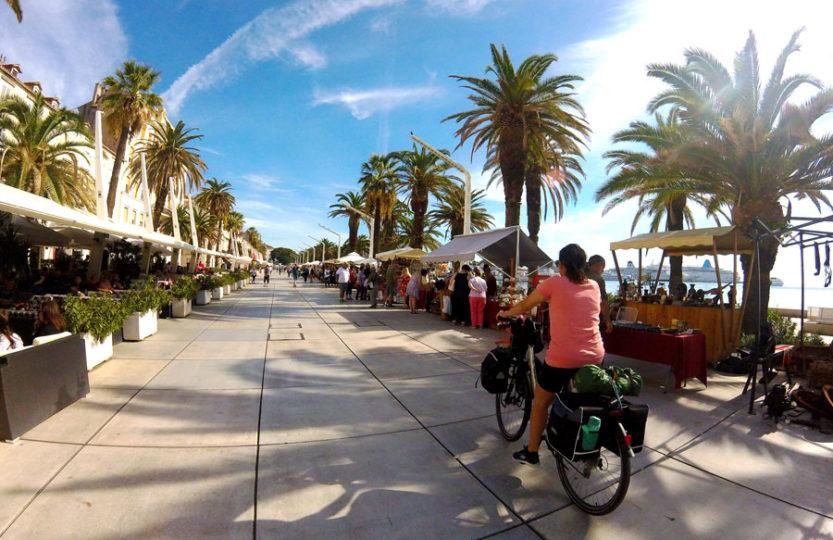 Yas à vélo au centre ville de Split