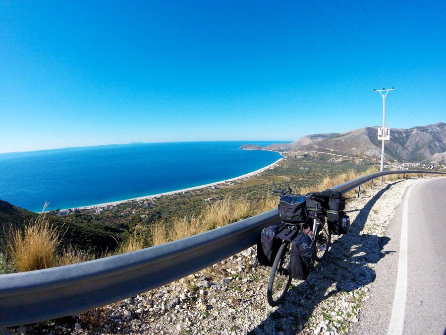 Route de Saranda en Albanie à vélo