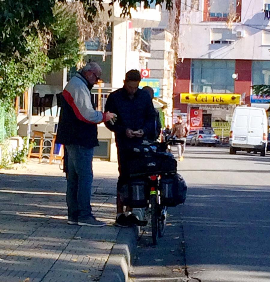 Shkodër échange d'argent dans la rue
