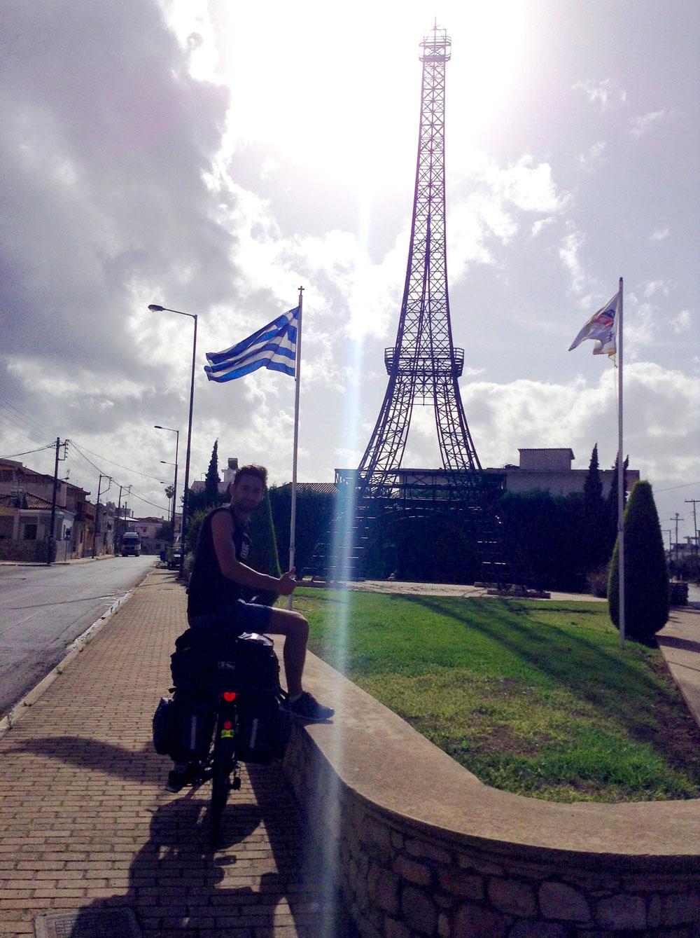 Imitation de la Tour Eiffel en Grèce au village de Gastourni