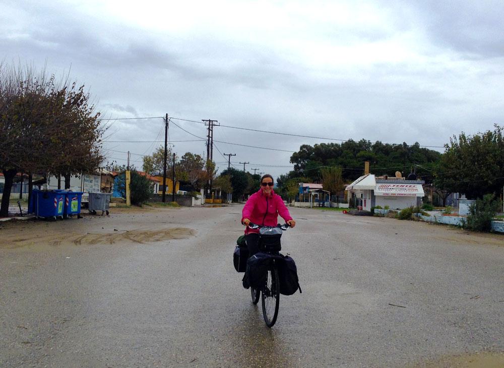 A vélo à Letrina en Grèce en novembre