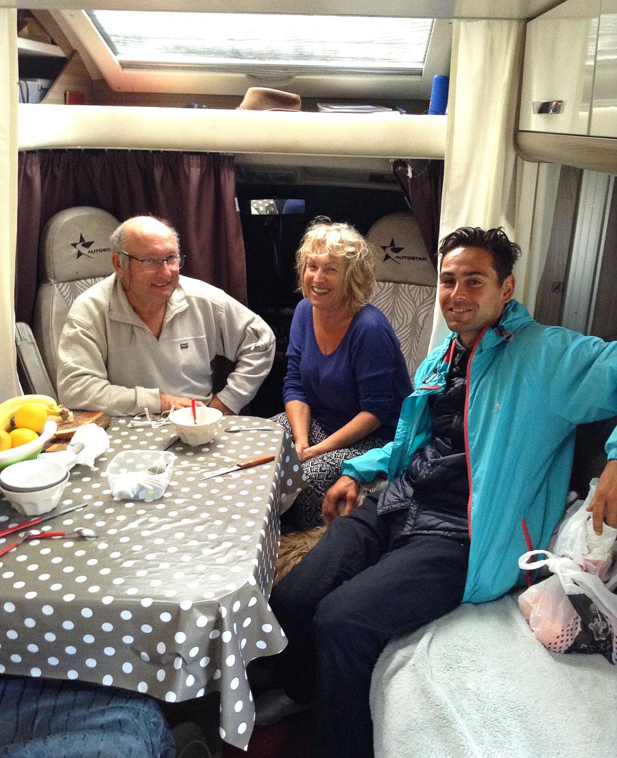 Petit déjeuner avec Christian et Katie dans leur caravane