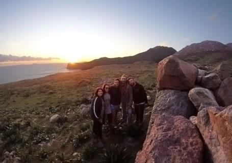 Voyage à vélo, avec Eleni et ses amis sur l'île de Nisyros, Dodécanèse, Grèce. Cycling trip, with Eleni and her friends in Nisyros island, Dodecanese, Greece.