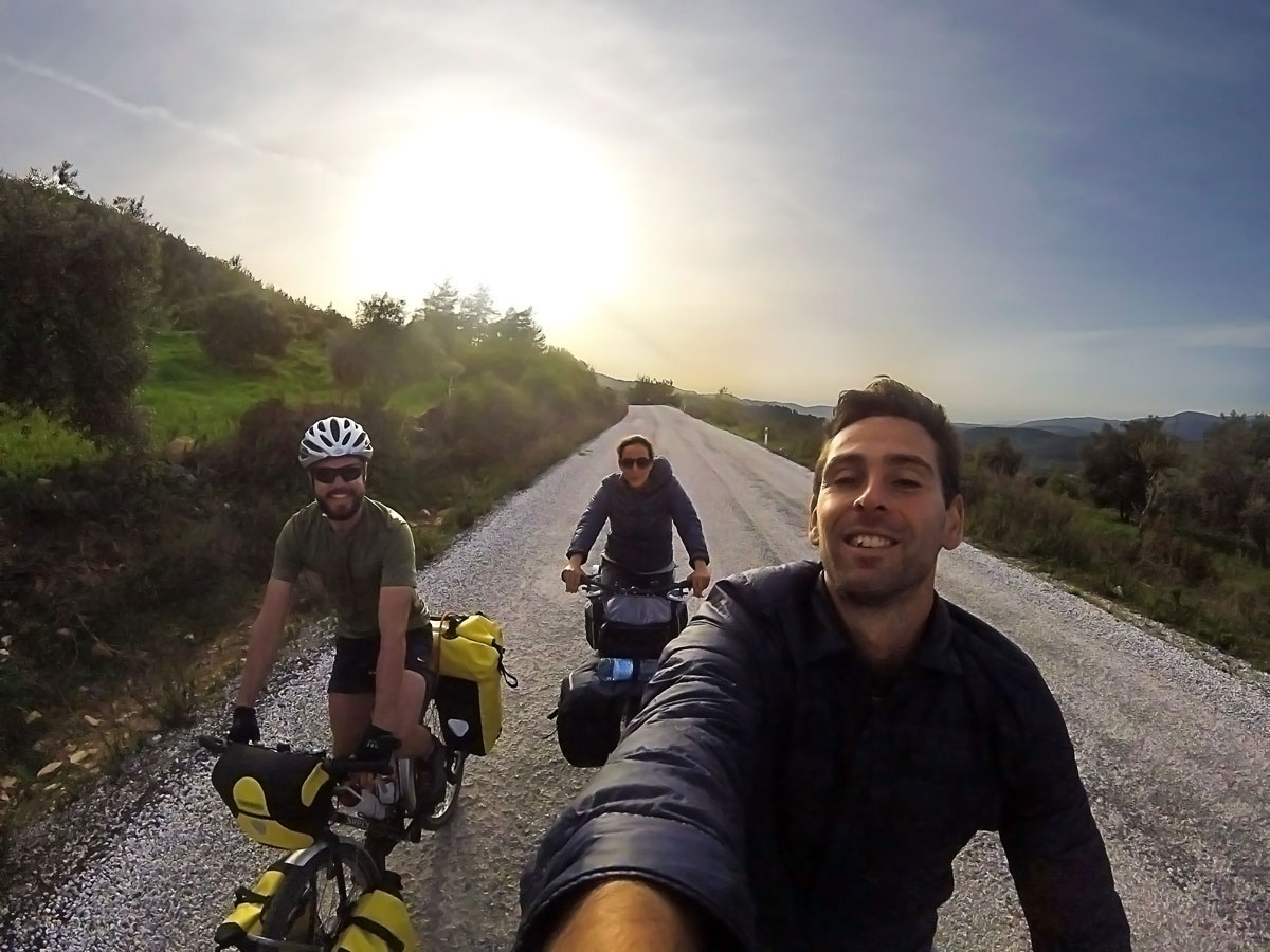 Crossing of Turkey by bicycle, with Rémy de Vers la silk