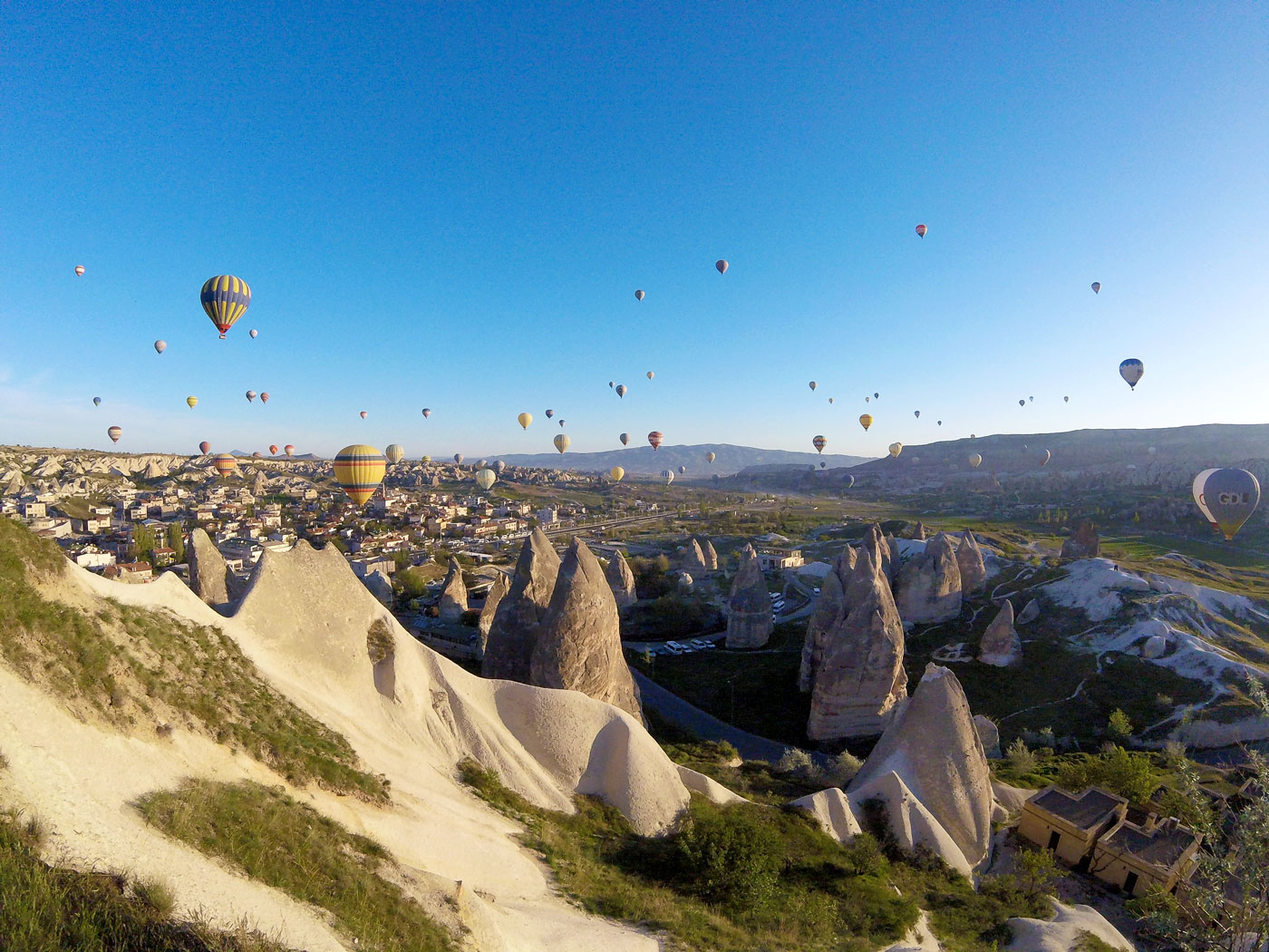 Turkey by bike, balloons in Goreme. Turquey Cycling, hot air balloons at Göreme.