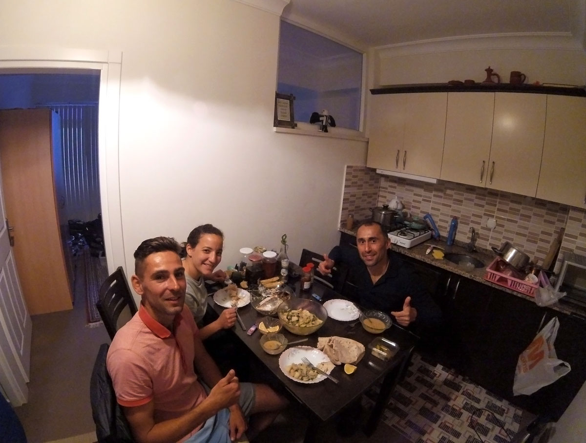 Turkey by bicycle, dinner at Hasan de Warmshower in Dalaman. Cycling Turkish, diner at Hasan's Place in Dalaman.