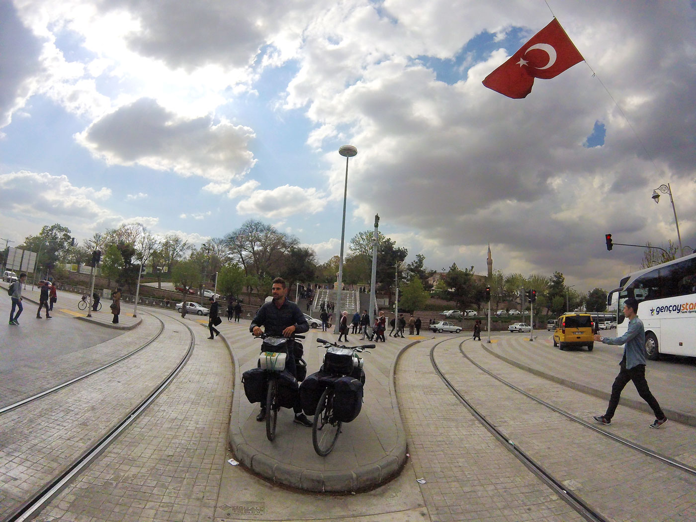La Turquie à vélo, Konya centre-ville. Cycling Turquey, Konya city center.