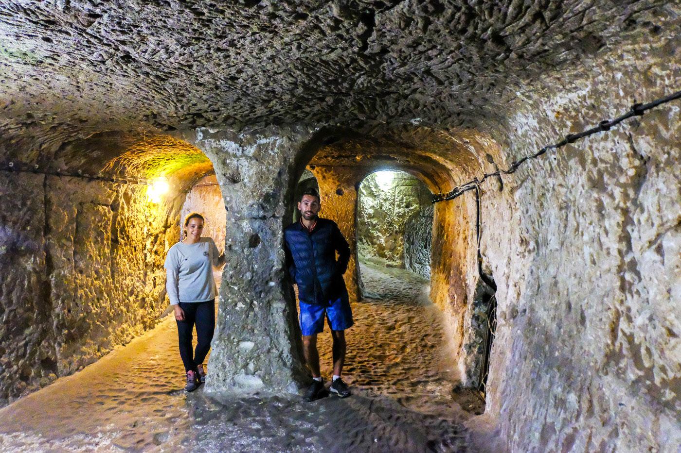 La Turquie à vélo, ville souterraine de Derinkuyu. Cycling Turquey, underground city of Derinkuyu.