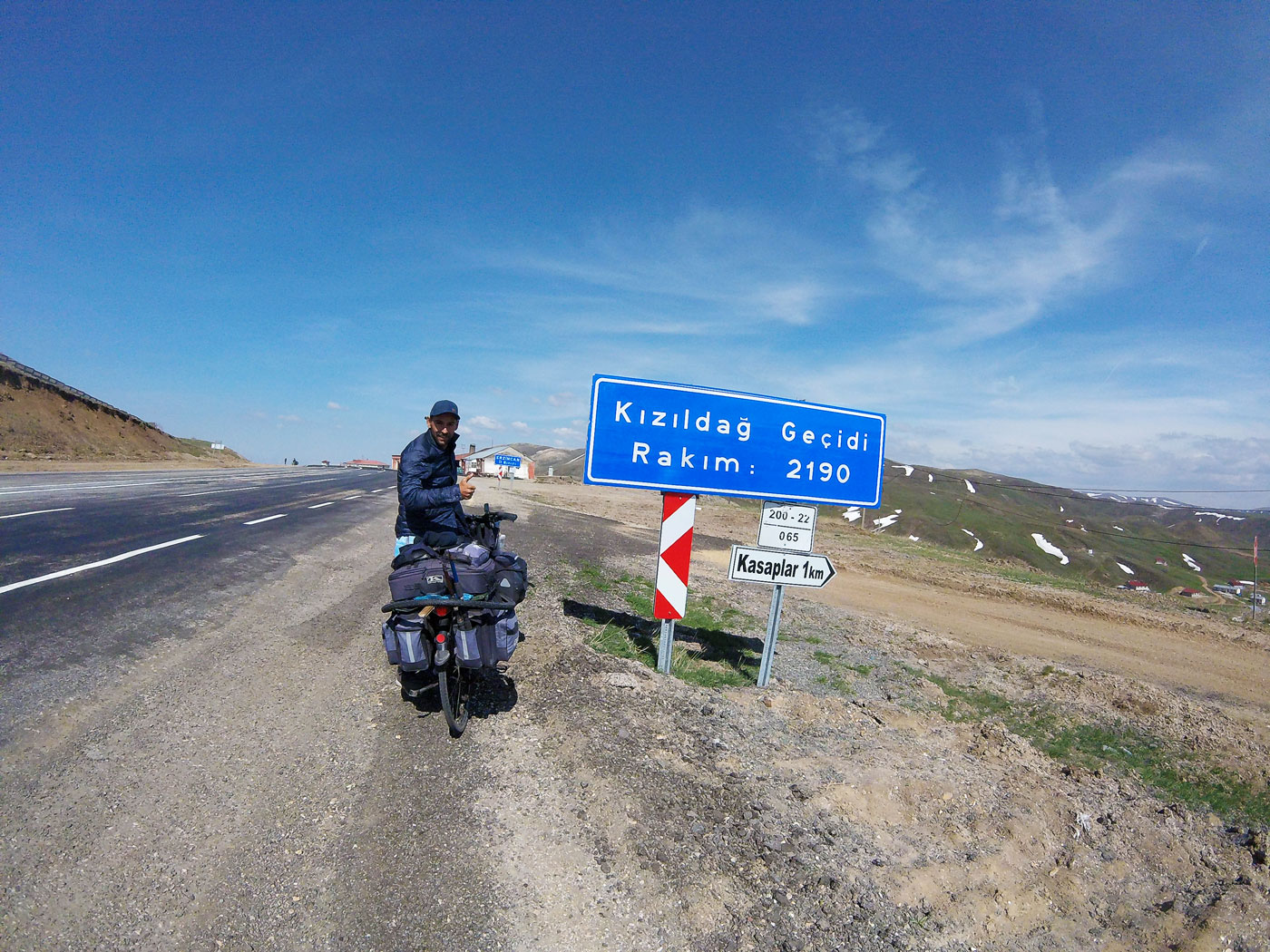 Cycling in Turkey, Arthur at the top at 2190m altitude. Cycling Turkish, Arthur at the summit at 2190m altitude.