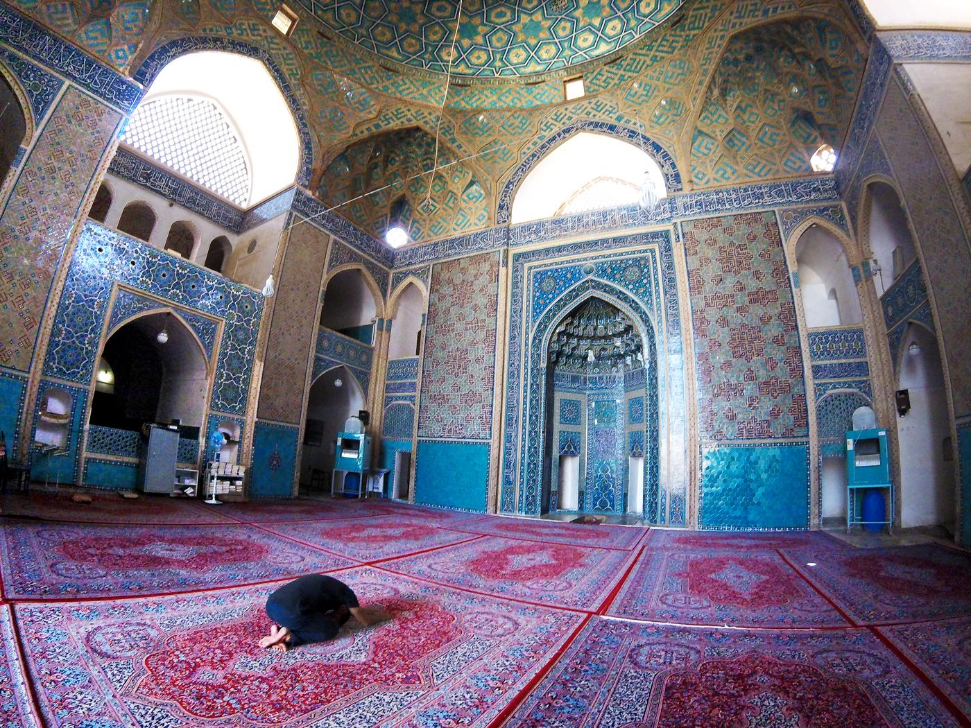 Voyage à vélo, traverser l'Iran à vélo, Grande Mosquée d'Yazd ou mosquée Jameh. Cycling travel, biketouring, cycling Iran, Jameh mosque of Yazd.