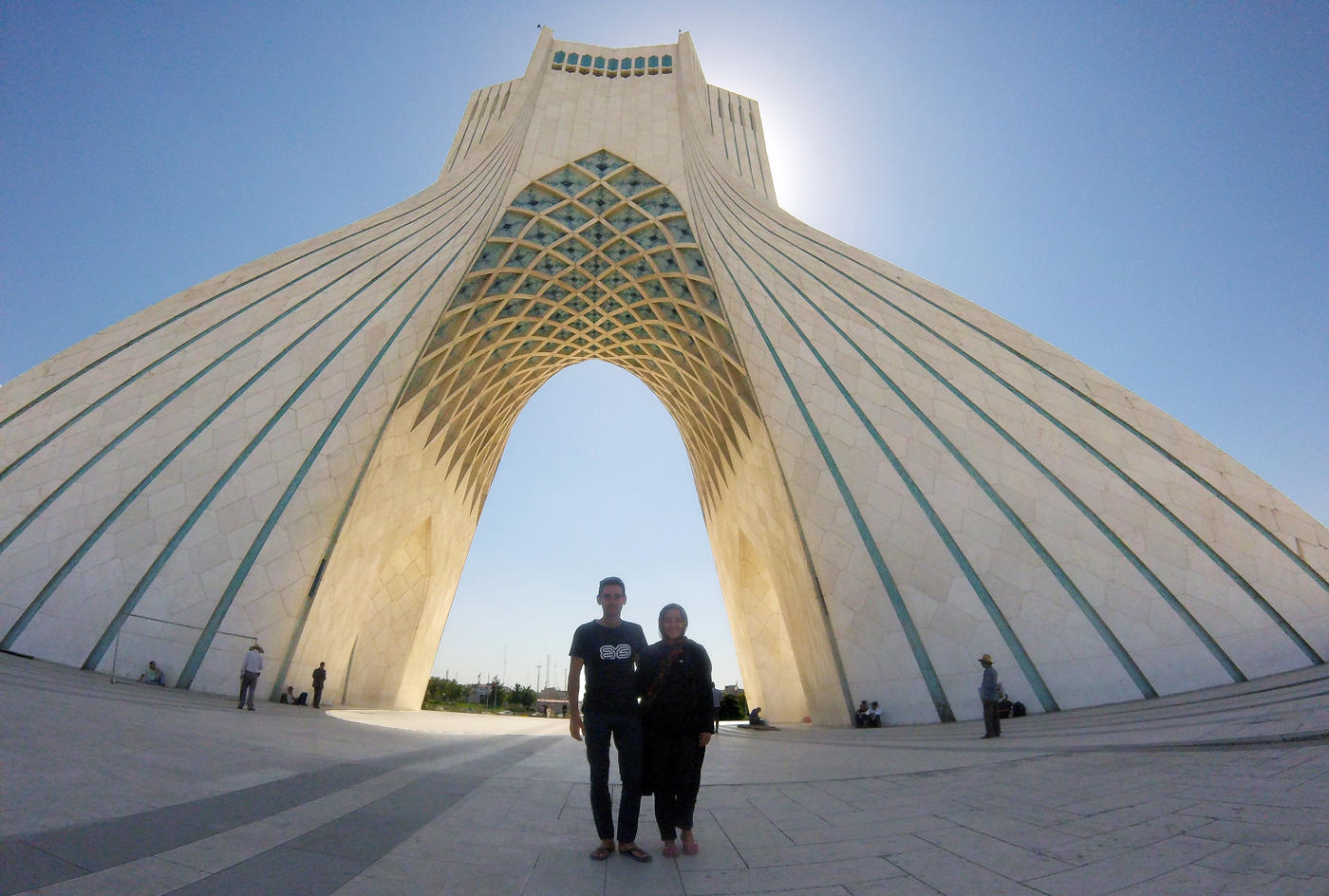 Voyage à vélo, traverser l'Iran à vélo, Tour Azadi à Téhéran. Cycling travel, biketouring, cycling Iran, Azadi Tower in Teheran.