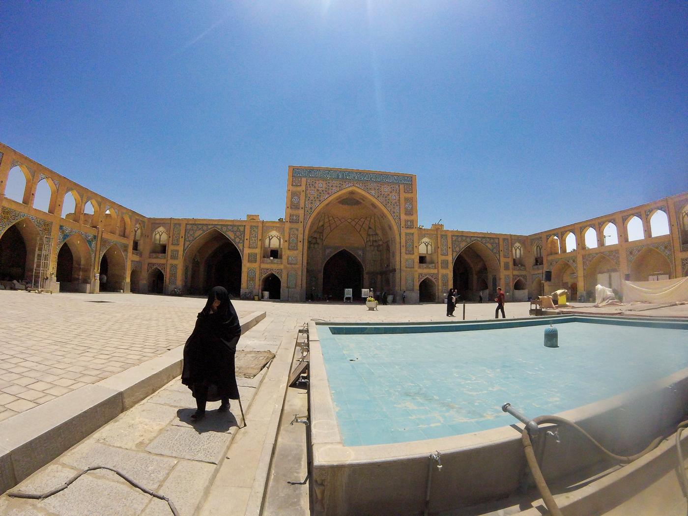 Voyage à vélo, traverser l'Iran à vélo, mosquée Hakim à Isfahan. Cycling travel, biketouring, cycling Iran, Hakim mosque in Isfahan.