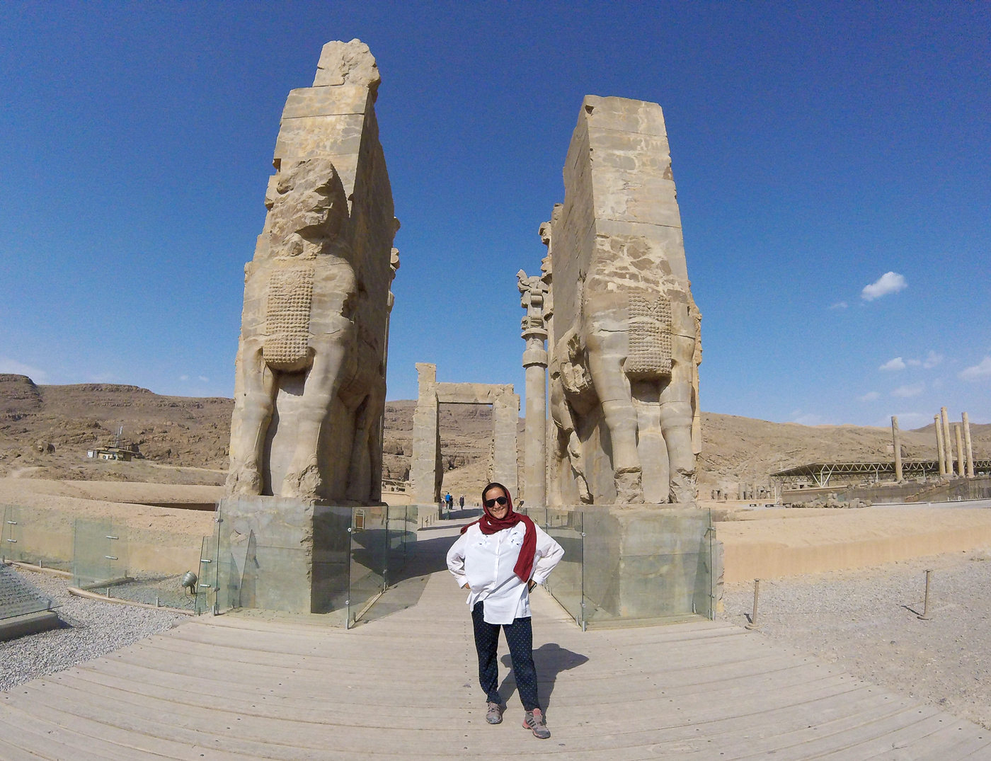 Voyage à vélo, traverser l'Iran à vélo, la porte des nations à Persépolis. Cycling travel, biketouring, cycling Iran, Persepolis Gate of All Nations