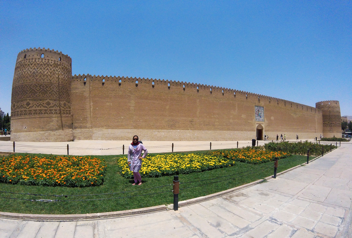 Voyage à vélo, traverser l'Iran à vélo, citadelle de Karim Khan au centre ville de Shiraz. Cycling travel, biketouring, cycling Iran, the Karim Khan Castle, a citadel located in downtown Shiraz.